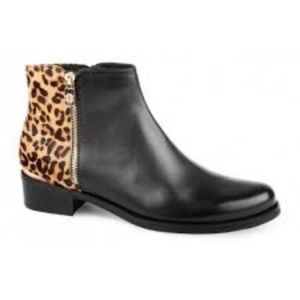 Blondo Vaughn Chelsea Cheetah Print Boots size 8
